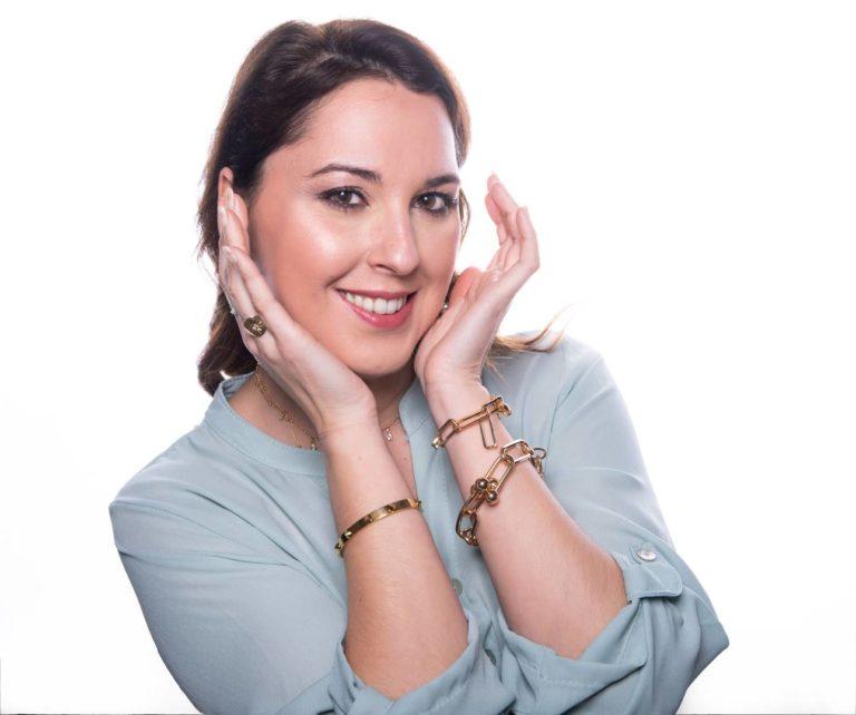 Sesión de estudio Beauty, para realzar y publicitar el trabajo realizado por la profesional Sara Muñoz, maquilladora de Sotogrande.
